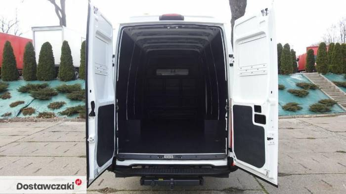 Iveco DAILY 35S17 FURGON BRYGADOWY 7 MIEJSC Tempomat 18